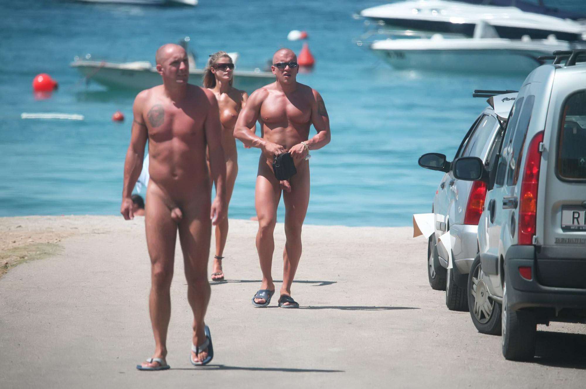muzhiki-nudisti-foto