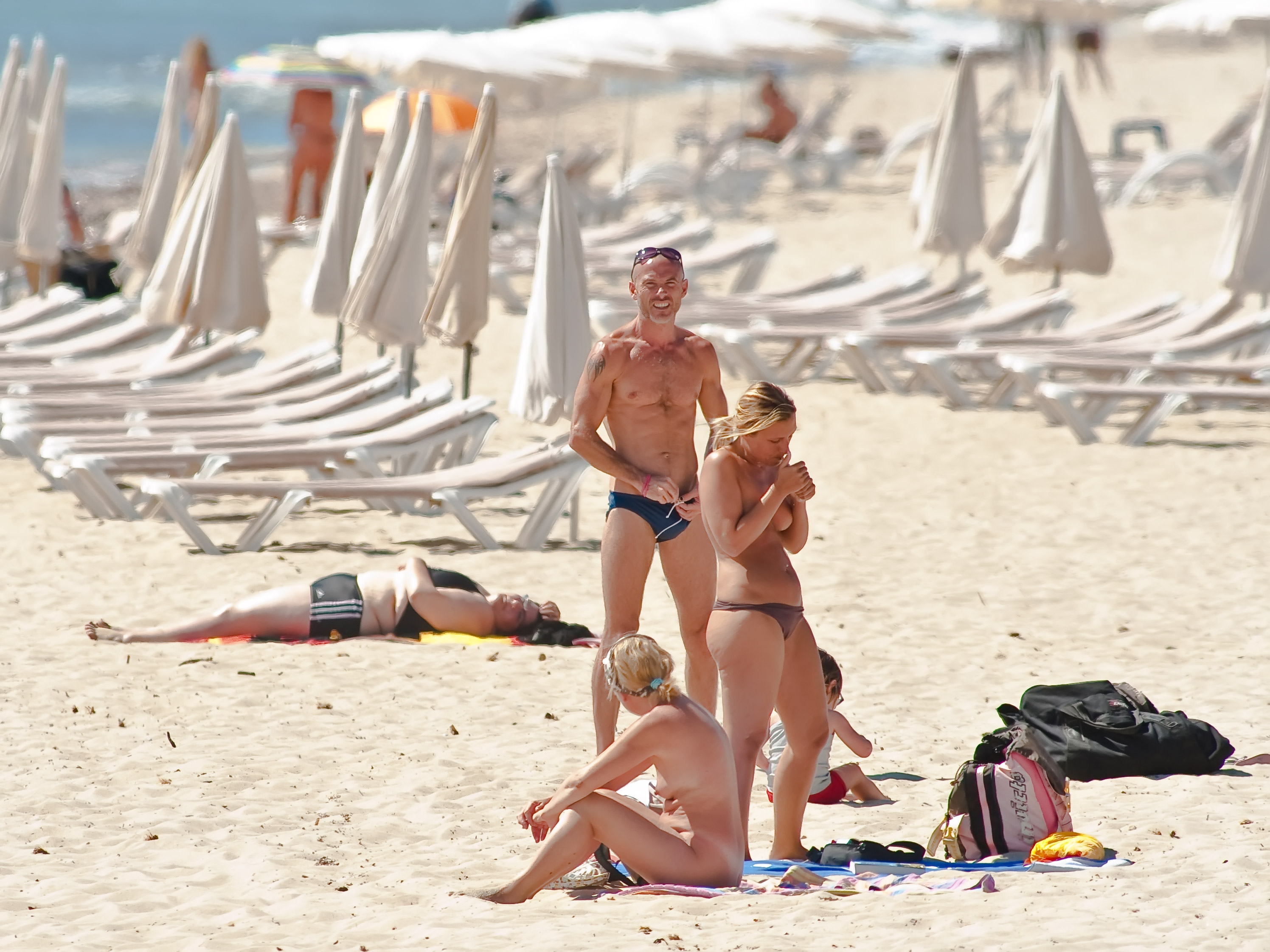 Извиняюсь, но, европейские нудистские пляжи этом что-то