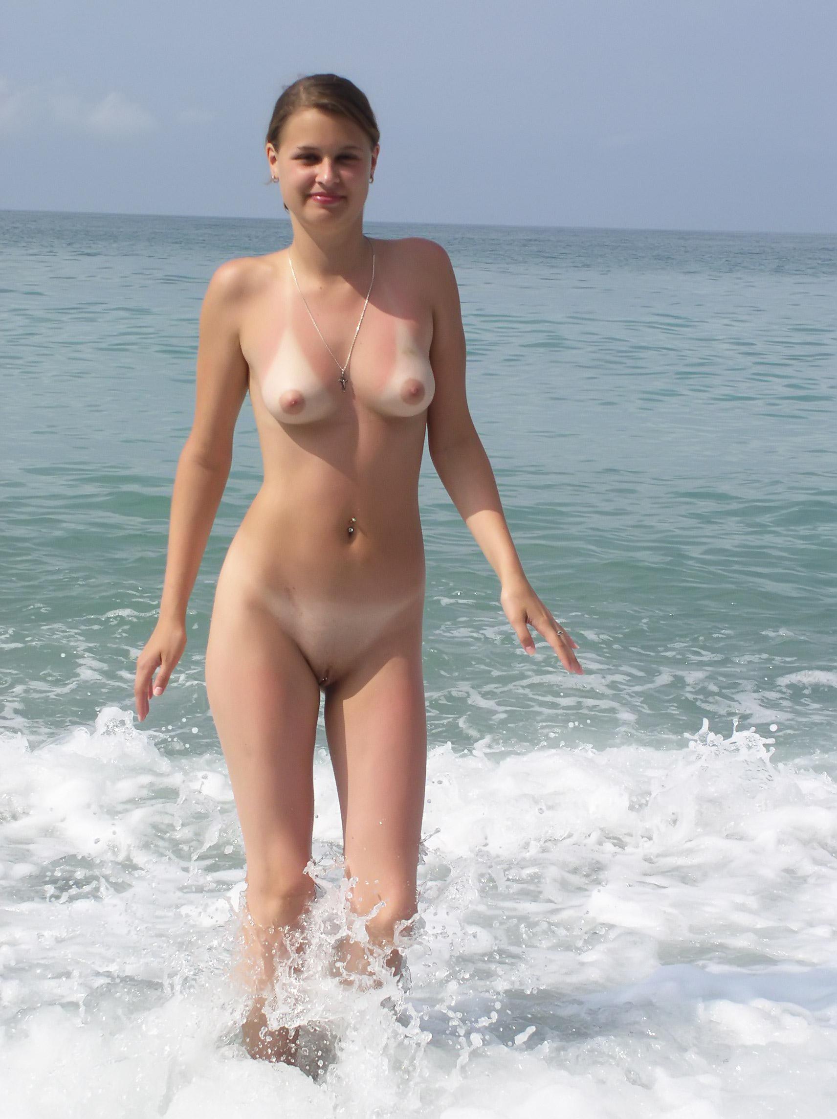 Голые нудистский пляж